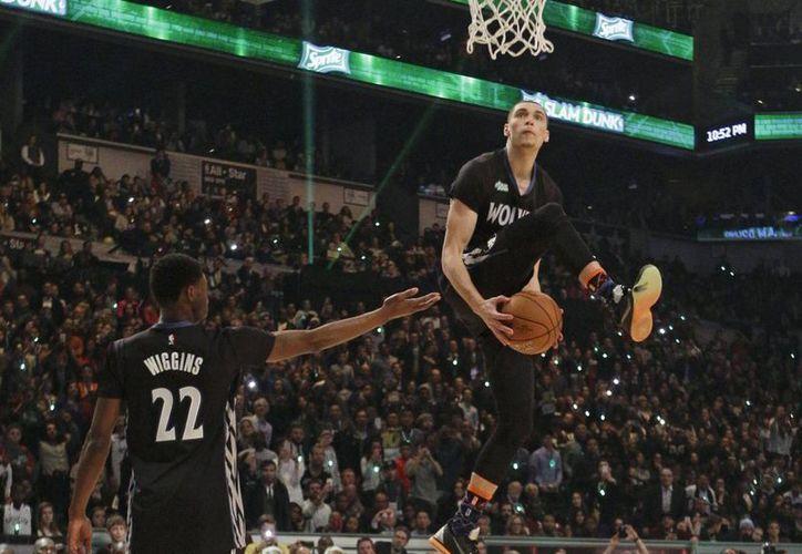 El novato Zack Lavine, ganador del concurso de clavadas de la NBA. (Foto: AP)
