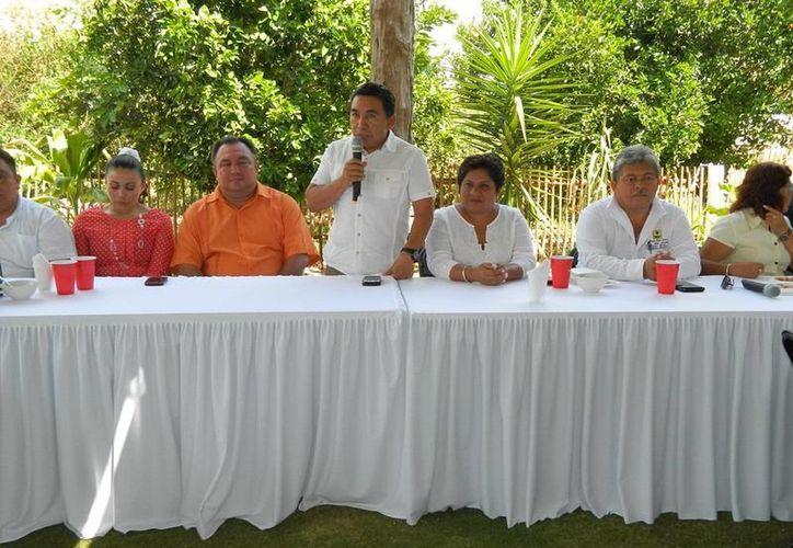 El alcalde pidió a directores y coordinadores redoblar esfuerzos. (Raúl Balam/SIPSE)