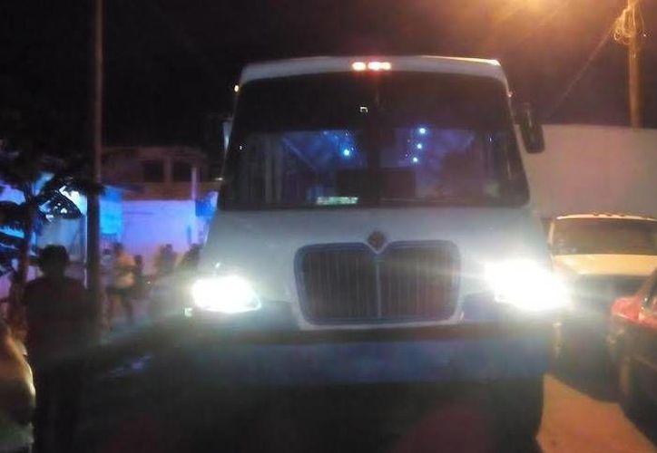 El autobús urbano atropellado a un transeúnte ebrio en calles del puerto de Progreso. (Óscar Pérez/SIPSE)