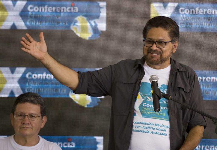 Iván Márquez, comandante en jefe de las FARC, anunció que la guerrilla ratificó el acuerdo final de paz con el gobierno de Colombia tras años de negociación. (AP/Ricardo Mazalan)