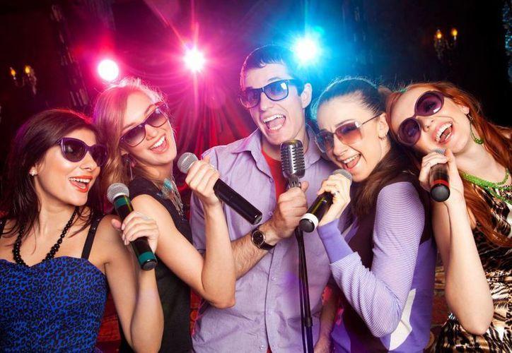 Disfruta la nueva aplicación de karaoke en tu celular. (Agencia)