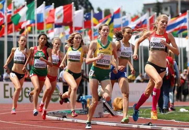 Arantza Hernández ( de verde y rojo)  fue la única mexicana que pudo superar la primera ronda de su prueba en esta jornada. (zimbio.com/ foto de archivo)