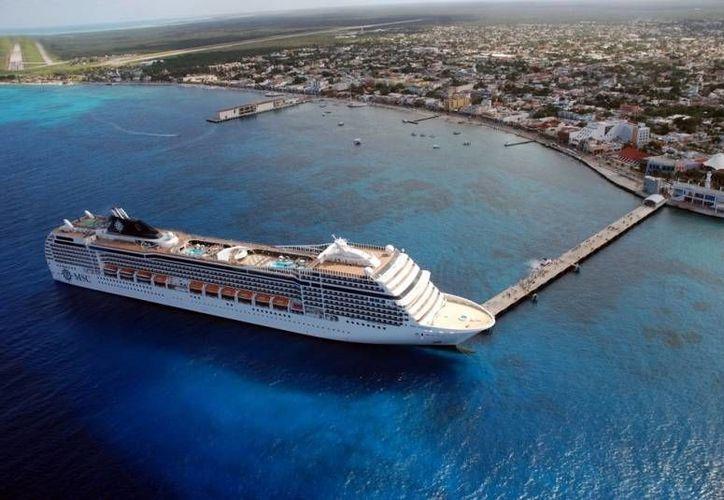 El turismo vía cruceros ha tenido gran auge en Cozumel al recibir entre cuatro y cinco navíos diariamente. (Foto/Internet)