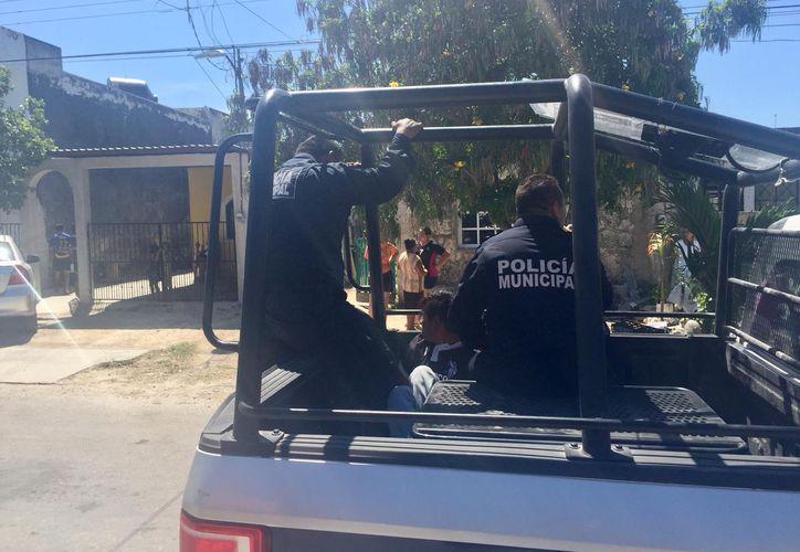 La policía se llevó al agresor, con el consentimiento de su madre. (Redacción/SIPSE)