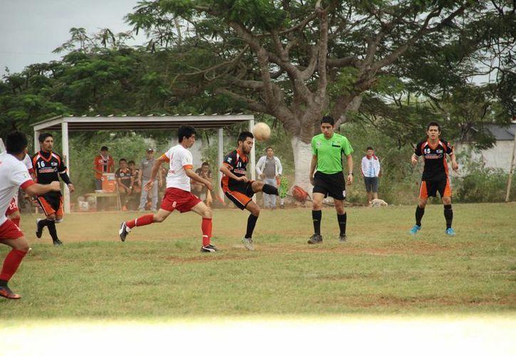 Guerreros de Kanasín se impuso 2-1 a Oxkutzcab. (Jorge Acosta/SIPSE)