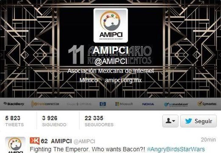 Captura de pantalla de los tuits que publicó el  community manager de la Amipci. (Twitter)