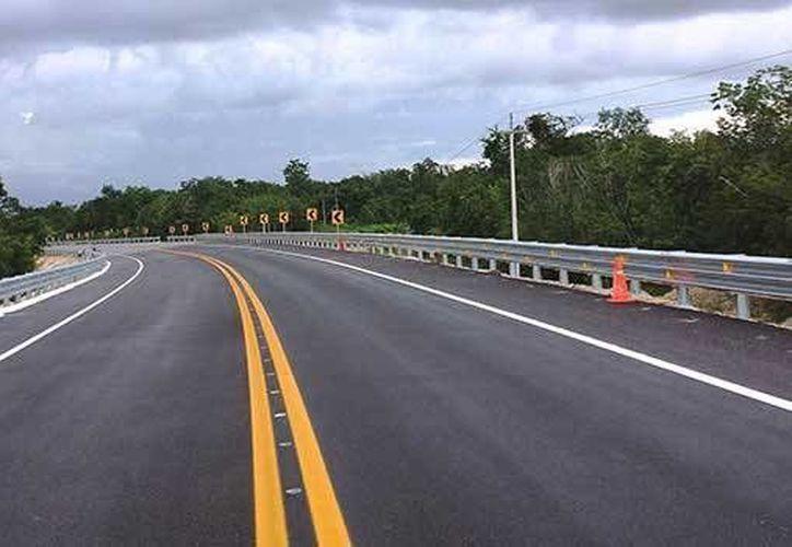 En estos trabajos de conservación y mantenimiento de las carreteras del Quintana Roo se invertirán 245 millones de pesos. (Redacción/SIPSE)