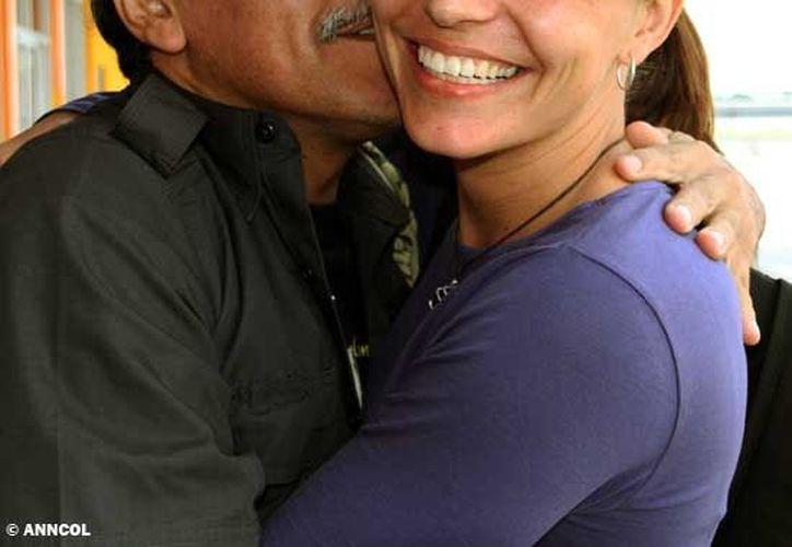 Tanja Nijmeijer con otro miembro de la delegación de las FARC, Jesús Santrich. (Agencias)
