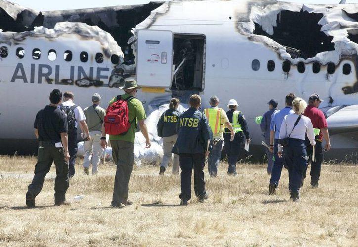 Sobrevivir a un trágico accidente puede mermar la memoria de una persona, según estudio. La imagen corresponde al accidente del avión de Asiana Airlines en el aeropuerto de San Francisco en 2013. (Archivo/SIPSE)