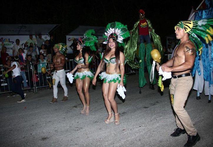 La asistencia está noche al Carnaval de Mérida rebasó fácilmente los 130 mil asistentes. (Jorge Acosta/SIPSE)