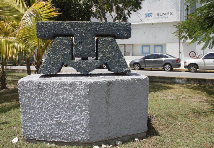 Cada sucursal en Cancún recibe unos 70 módems dañados al día. (Sergio Orozco/SIPSE)