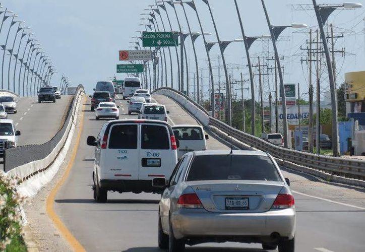 Desde las 11 de la noche de hoy y hasta las siete de la mañana del lunes estará cerrado el puente federal de playa del carmen. (Cortesía)
