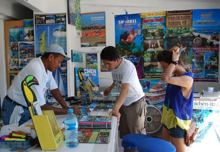 Vendedores de servicios turísticos certificados se están quedando sin fuente de empleo por la actividad de los supuestos OPC's. (Redacción/SIPSE)