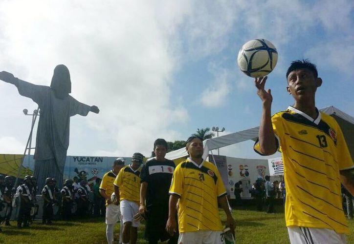 El Mundialito fue inaugurado por el gobernador Rolando Zapata Bello, el director del Cereso de Mérida, Francisco Brito Herrera, así como otros funcionarios estatales. (Luis Pérez/SIPSE)