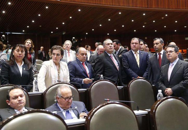 Los diputados pidieron la instalación de un centro de acopio de víveres en el Palacio Legislativo. (Notimex)