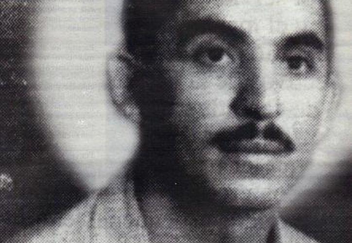 Don Enrique Sierra en foto tomada cuando era joven, pero ya hacía sus curaciones. (Jorge Moreno/SIPSE)