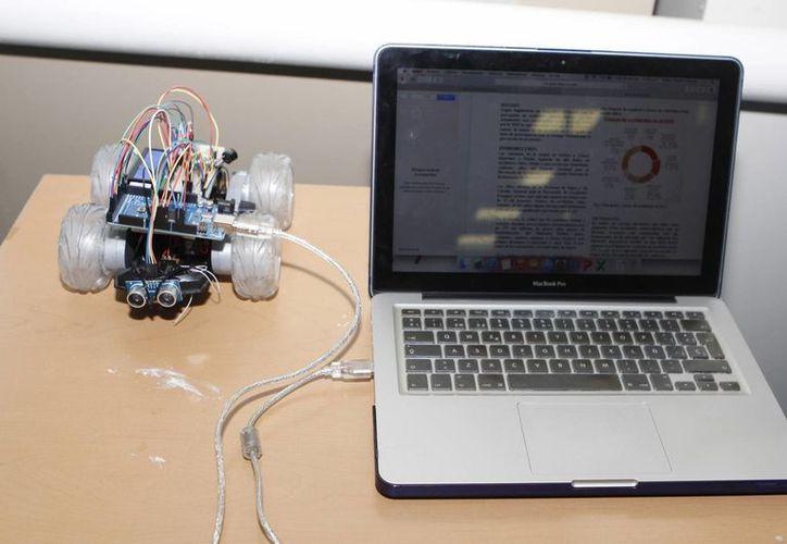 Hay cada vez más jóvenes interesados en cursar carreras relacionadas con tecnologías de la información, como la robótica. (Archivo/Notimex)