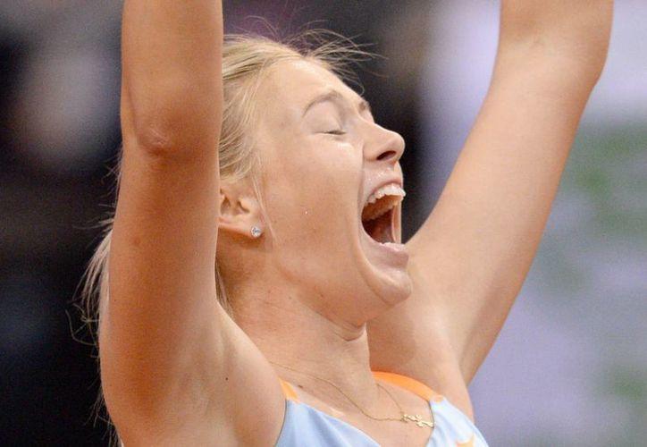 La rusa Maria Sharapova puso fin a una dura semana de trabajo con su segundo triunfo consecutivo en el torneo de Stuttgart, al vencer a la china Na Li en la final, por 6-4 y 6-3. (EFE)