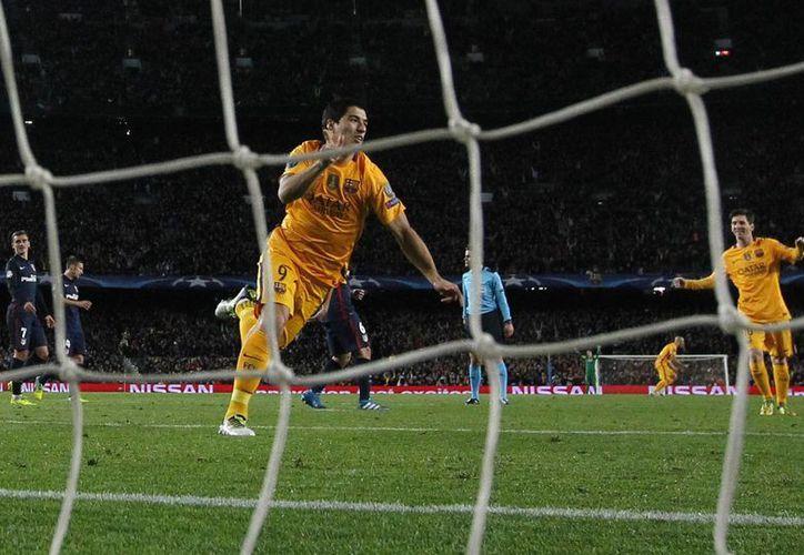 Luis Suárez fue la estrella del Barcelona al marcar los dos goles de la remontada, lo que significó la ventaja culé en los cuartos de final de la Champions. (Imágenes de AP)