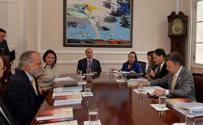 Los representantes de la Comisión Interamericana de Derechos Humanos dijeron celebraron el empeño del presidente Santos por poner fin al conflicto armado en el país. (EFE)