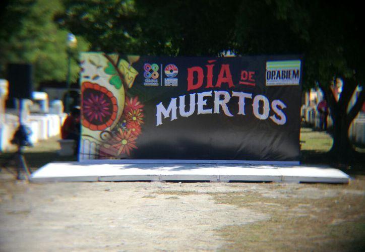 A partir de las 19 horas, el panteón de los Olivos en Cancún tendrá varias presentaciones de música y danza. (Foto: Pedro Olive/SIPSE)