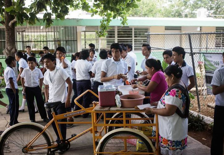 A partir del próximo ciclo escolar se reforzarán las estrategias contra la obesidad en las escuelas. (Milenio Novedades)