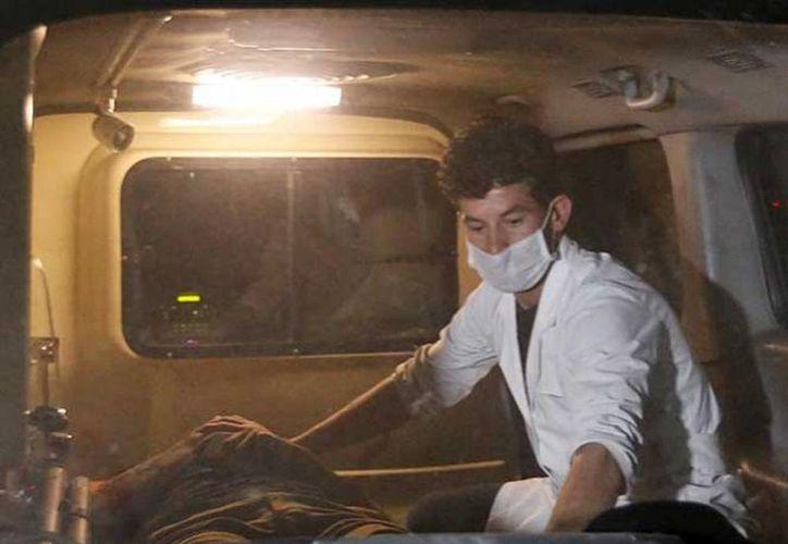 El autobús de pasajeros chocó contra un camión cisterna que transportaba combustible y ambos vehículos se incendiaron, causando la muerte a 36 personas y heridas a otras 28. (Archivo/Agencias)
