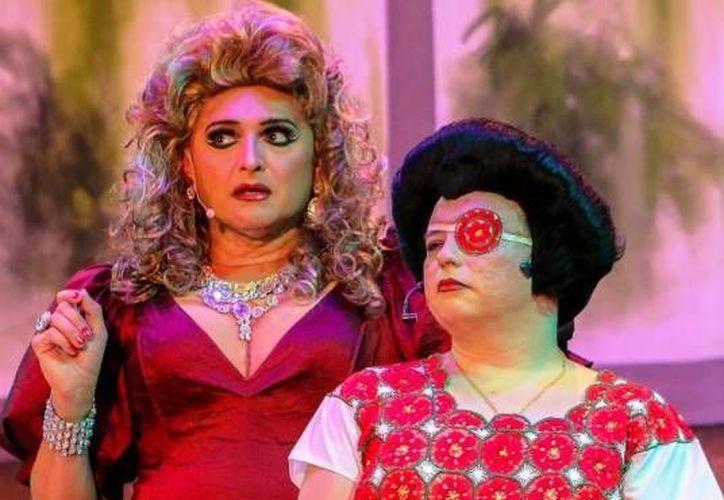 La obra de teatro 'En la jaula con las locas' hizo reír al público cancunense. (Redacción/SIPSE)