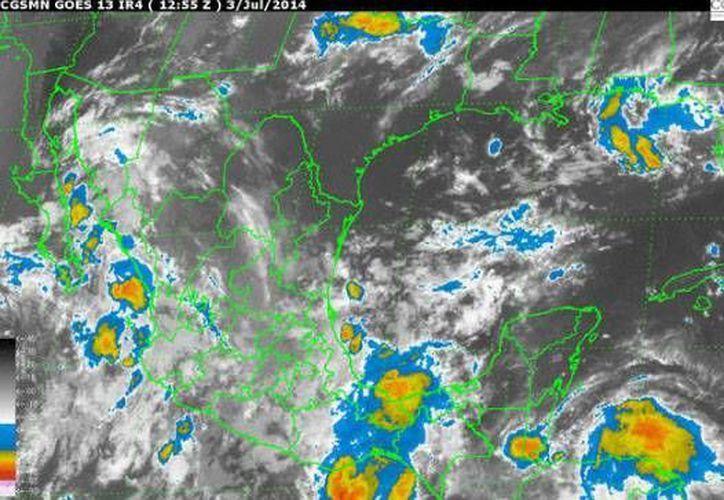 La onda tropical número 8 mantiene movimiento hacia el oeste y se ubica en el sur y sureste del país. (Redacción/SIPSE)