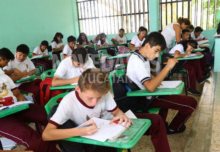 Estudiantes de secundaria participaron en la evaluación. (Jorge Acosta/Novedades Yucatán)