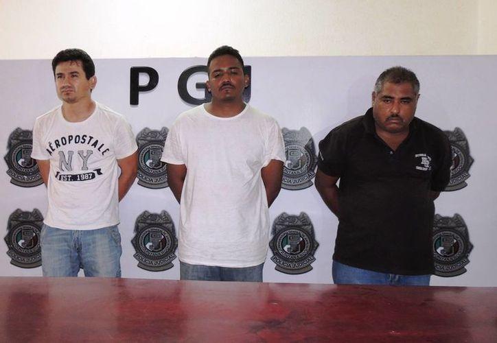 Fueron puestos a disposición del Ministerio Público del Fuero Común (MPFC) por el delito de robo y uso de documentos falsos. (Redacción/SIPSE)