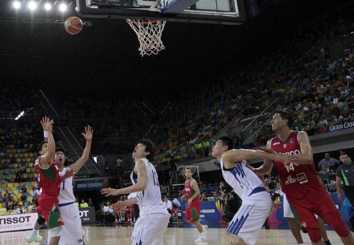 Corea del Sur resultó un sinodal débil para medir la ausencia de Gustavo Ayón en la Selección Mexicana, que ganó y calificó a octavos de final en el Mundial de la FIBA. (Notimex)