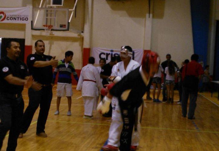 Participaron más de 100 karatecas del Distrito Federal, Tabasco, Campeche y Quintana Roo. (Raúl Caballero/SIPSE)