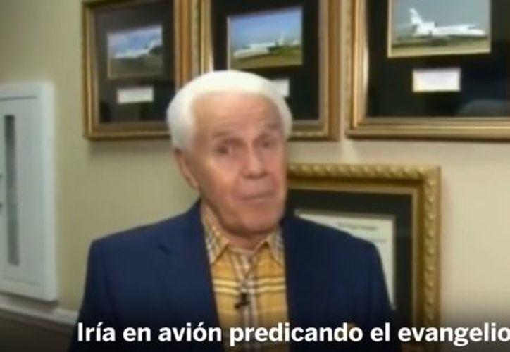 """El evangelista argumentó que un avión de tres motores  le permitiría volar """"a cualquier lugar del mundo"""". (Redacción)"""