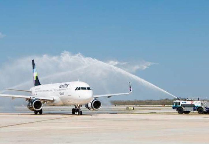 El vuelo inaugural de Volaris Mérida-Monterrey en marzo pasado. (SIPSE/Archivo)