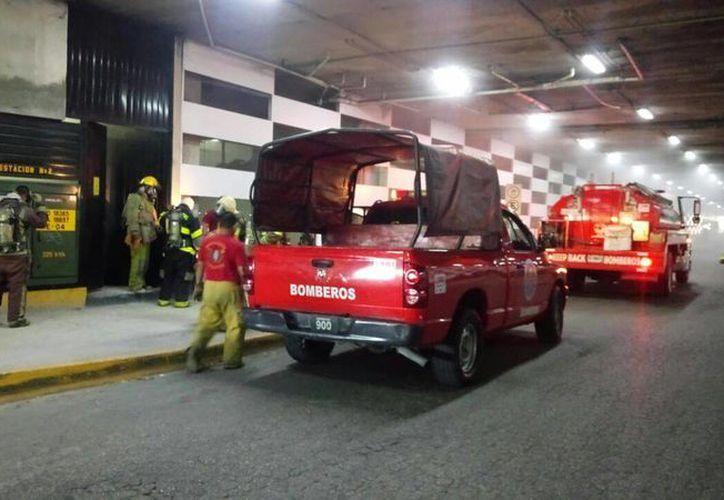 Los bomberos llegaron de inmediato a las instalaciones de la plaza. (Inspector Nocturno)