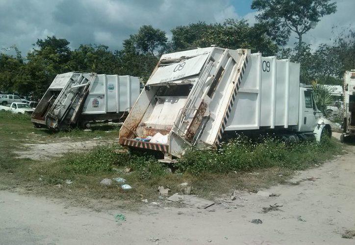 Una docena de camiones recolectores de basura del municipio de Tulum se encuentran inservibles. (Rossy López/SIPSE)