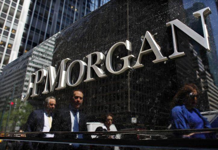 El recorte equivaldría al 6.5 por ciento de la plantilla laboral global de JP Morgan Chase. (commpe.com)