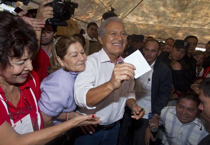 Salvador Sánchez Cerén, candidato del FMLN, ganó la primera ronda de las elecciones presidenciales en El Salvador. (Agencias)