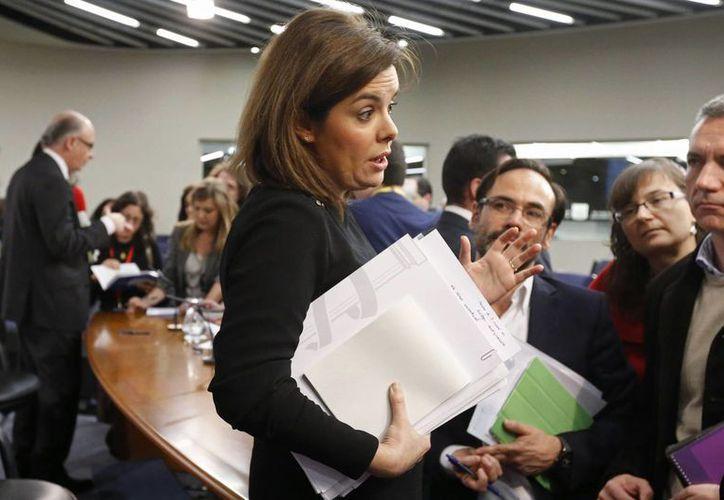 La vicepresidenta de España, Soraya Sáenz, al finalizar el anuncio. (EFE)