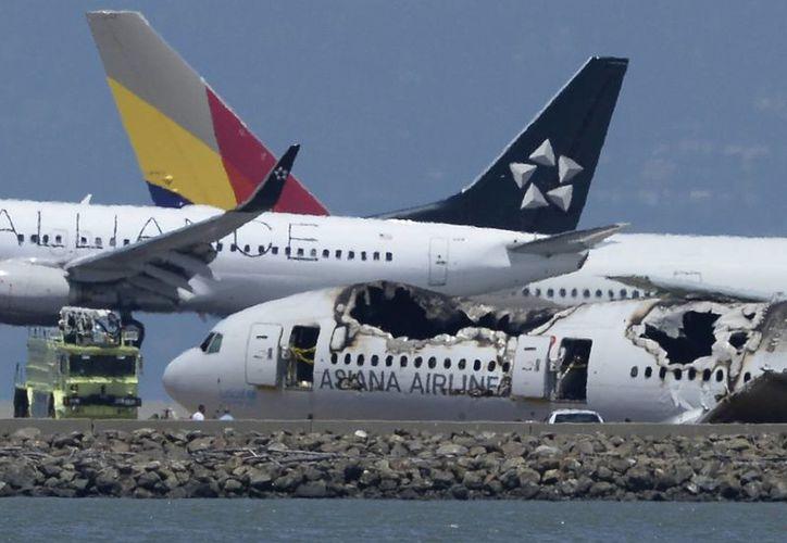 El Boeing 777 se estrelló contra la pista del aeropuerto internacional de San Francisco, California, tras impactar con un dique durante la maniobra de aproximación. (EFE/Archivo)