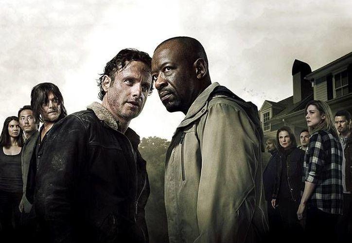 The Walking dead sexta temporada comenzará el próximo 12 de octubre, después de permanecer varios meses de vacaciones. En la foto: El póster oficial de la sexta temporada de la serie de zombies más famosa de los últimos años. (Excélsior)
