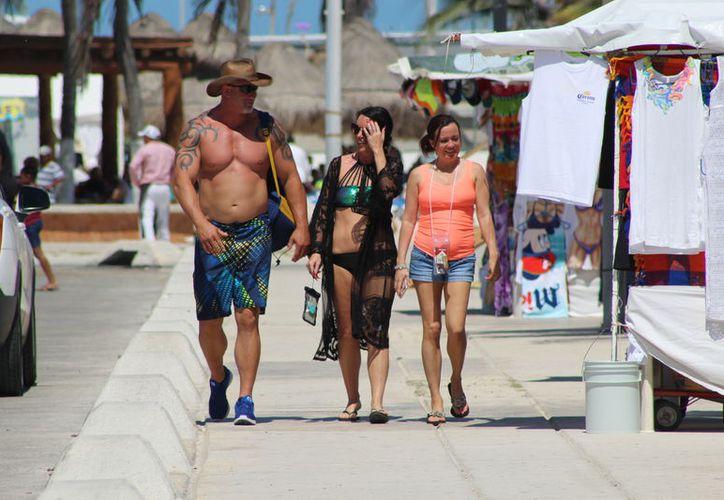 Los cruceristas disfrutaron del día en Progreso. (Gerardo Keb/Novedades Yucatán)