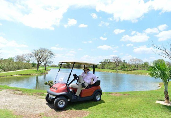 El fuerte calor que golpea a Yucatán afecta diversas actividades, incluyendo el torneo de golf internacional que se realiza en el estado. (Luis Pérez/SIPSE)