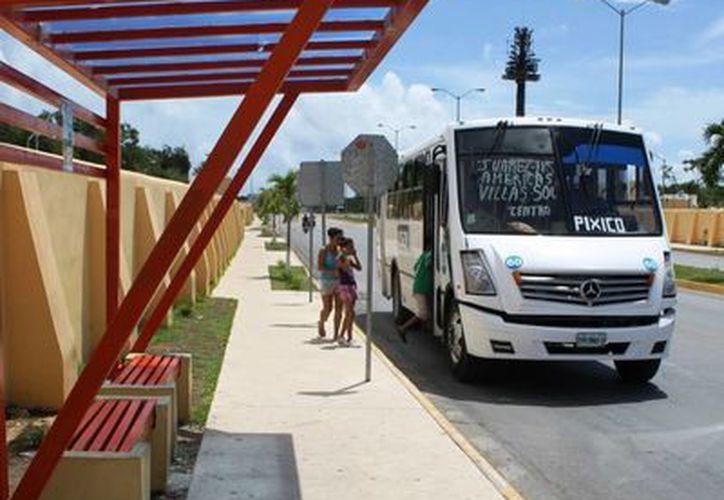 Las nuevas paradas establecidas obligarán a que los operadores del transporte recojan al pasaje sólo en instalaciones autorizadas. (Juan Cano/SIPSE)