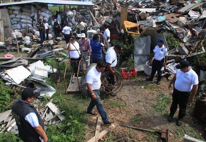 En los operativos que realizaron las autoridades policíacas detectaron artículos robados. (Harold Alcocer/SIPSE)