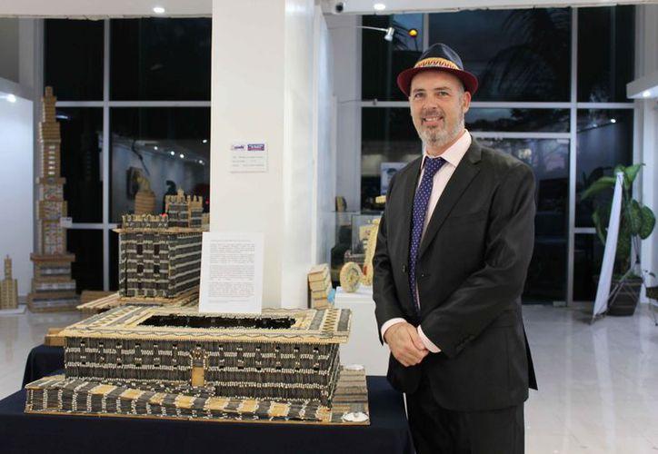 Alex Lerner ha usado miles de cerillos de madera para la construcción de sus piezas. (Redacción)