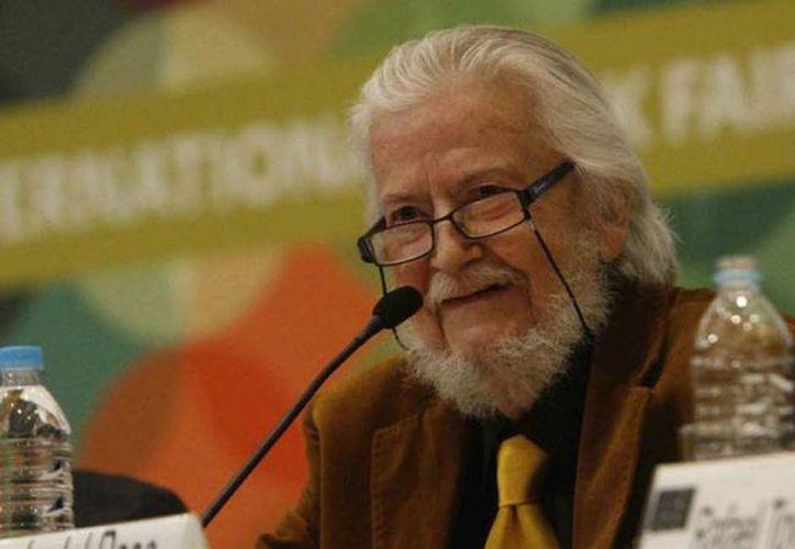 En 2015 le fue entregado el Premio Cervantes. (López Doriga)