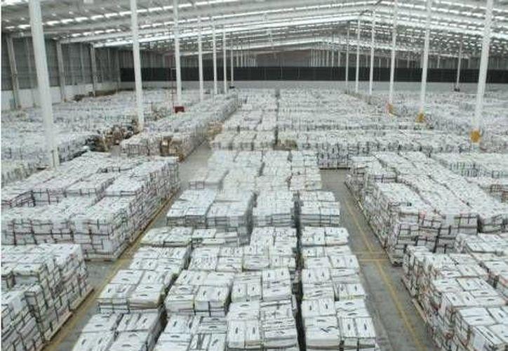 Las papeletas, que representan mil 697 toneladas, están resguardadas en una bodega de 5 mil 611 metros cúbicos. (Milenio)