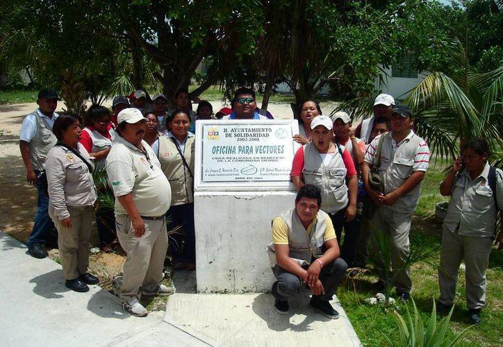 Trabajadores arribaron a las oficinas de Vectores de la Secretaría de Salud. (Redacción/SIPSE)